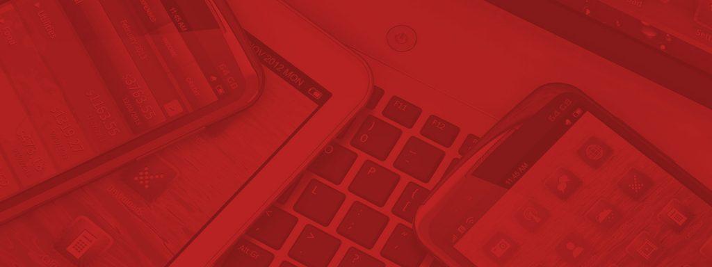 Diverse Digitale Geräte: Laptop, iPad, Smartphone