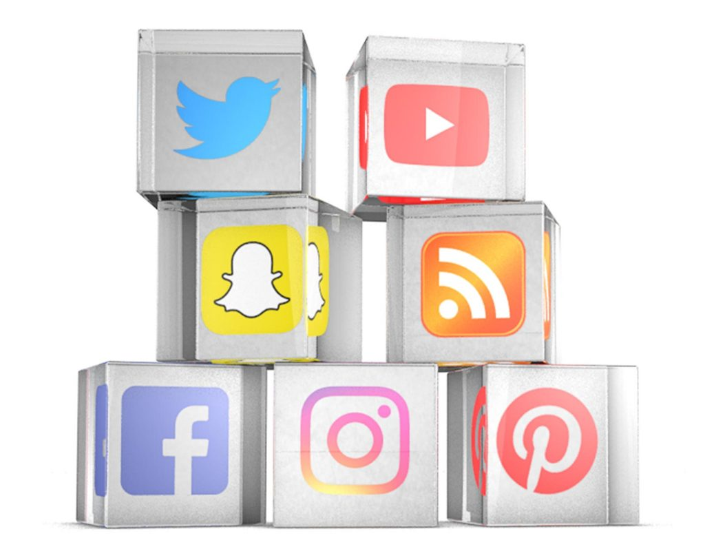 Social Media Icons in Glasblock: Twitter, Youtube, Snapchat, RSS-Feed, Facebook, Instagram, Pinterest